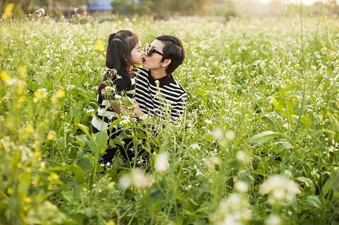 Xuân Lan hạnh phúc bên con gái.