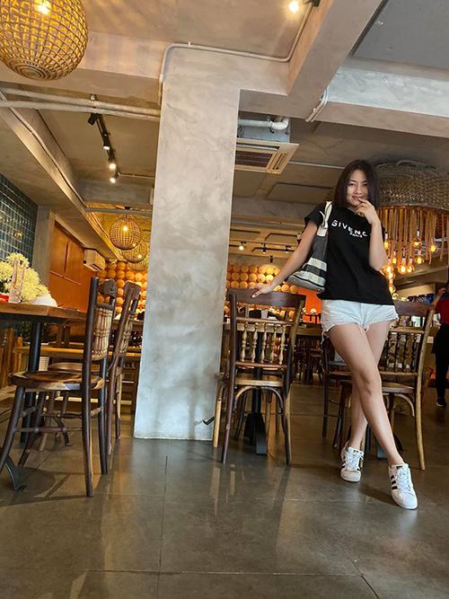 Ngọc Lan đăng ảnh đi ăn vui vẻ cùng những người bạn, mặc tin đồn đã ly hôn Thanh Bình.