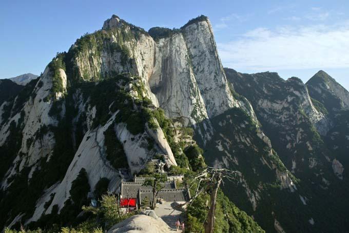 Núi Hóa Sơn là một trong 5 ngọn núi lớn của Trung Quốc, được UNESCO công nhân di sản thiên nhiên thế giới. Ảnh: Alamy.