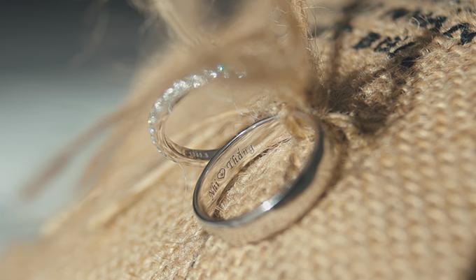 Hình ảnh cặp nhẫn cưới lung linh tuyệt đẹp trong MV Hôm nay mình cưới của Đông Nhi Ông Cao Thắng