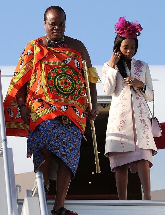 Vua Swaziland chi 17 triệu USD mua xe cho 14 bà vợ