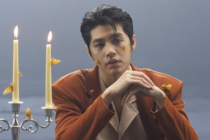 Tạo hình của Noo Phước Thịnh trong MV mới.