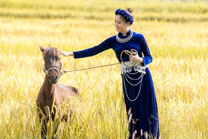 Người đẹp quảng bá các địa điểm nổi tiếng của quê hương Cao Bằng như: Thác bản Giốc, khu di tích lịch sử Pác Bó, hồ Mắt Thần, đèo Mã Phục.