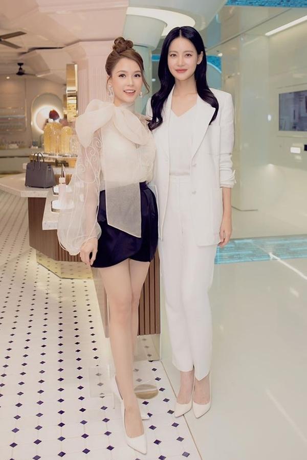 Người đẹp Oh Yeon Seo diện trang phục vest thanh lịch, khoe nhan sắc ở tuổi 32. Bạn gái Kim Bum tiết lộ bí quyết làm đẹp da của cô cũng giống như nhiều cô gái Hàn Quốc khác là thường xuyên sử dụng mặt nạ dạng Vline.