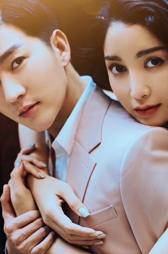 Nam Hee cho biết, hot girl Ploy tên thật là Vannida Senthavisouk. Cô là người mẫu và diễn viên trẻ đến từ Thái Lan và là người đẹp lai 4 dòng máu Thái, Lào, Đức và Việt Nam.