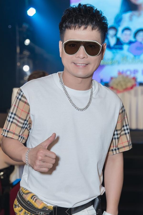 Ca sĩ Lâm Hùng.