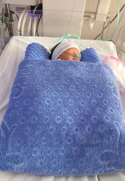 Em bé trong bụng chị Hương được cứu sống khi mẹ được đưa vào viện trong tình trạng nguy kịch.