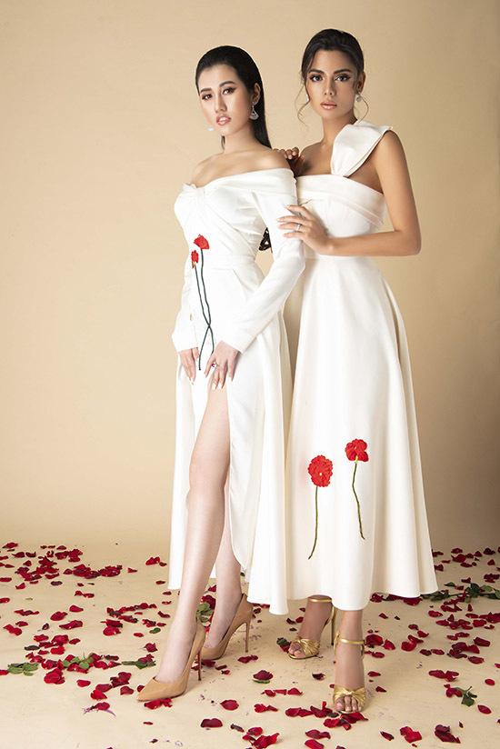 Emily Hồng Nhung khoe da trắng với váy xẻ vạt cao còn Karen tự tin với làn da nâu khoẻ khoắn.