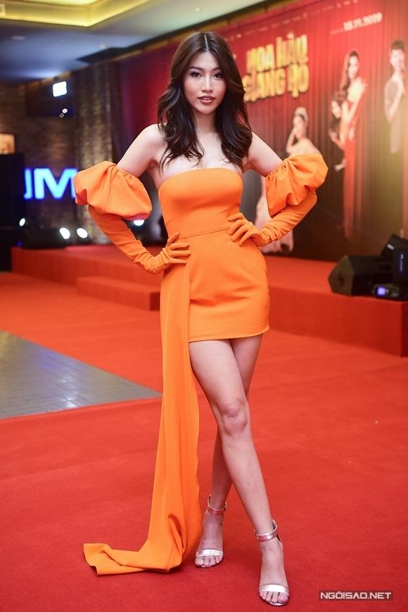 Người mẫu Chế Nguyễn Quỳnh Châu góp mặt trong phim với một vai thí sinh vừa xấu tính vừa hài hước. Tại buổi họp báo, cô nói vui, trong phim cô và Cao Thiên Trang đóng vai phản diện còn ngoài đời, đạo diễn Lương Mạnh Hải mới là phản diện vì quá khó tính với dàn diễn viên.