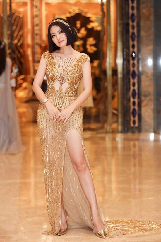 Khác với phong cách khắc khổ, lam lũ trên phim ảnh, Ngọc Lan trên thảm đỏ cũng sexy không kém dàn mỹ nhân nổi tiếng của showbiz Việt.