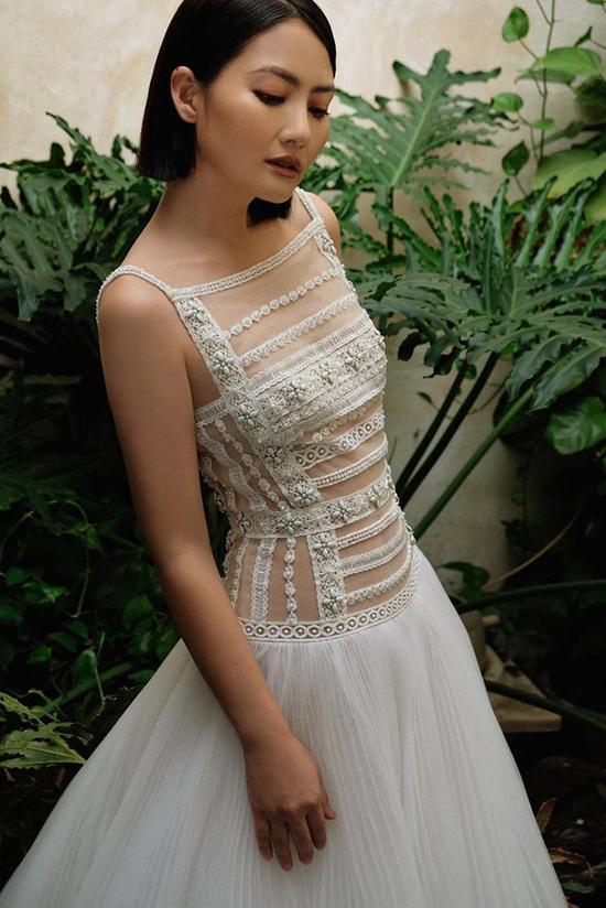 Ngọc Lan với mái tóc ngắn cá tính, vóc dáng mảnh mai trong thiết kế váy xuyên thấu khi vừa công khaitin ly hôn với Thanh Bình.