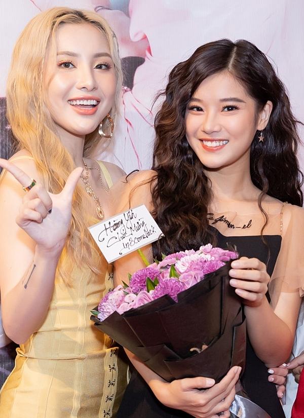 Hoàng Yến Chibi (phải) cũng có mối quan hệ thân thiết với nhóm Lip B.