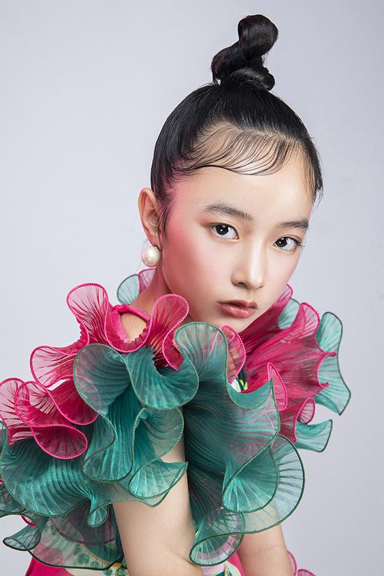 Vicky Phương Anh khoe thần thái chuyên nghiệp trong bộ ảnh giới thiệu show diễn mùa mới.