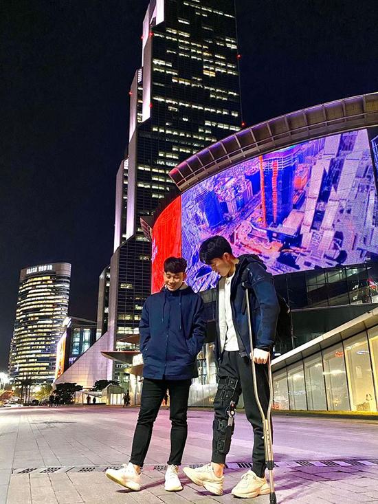 Xuân Trường và Minh Vương dạo chơi ở Hàn Quốc.