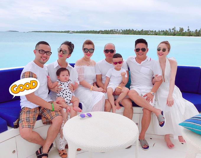 Tháng 8/2018, anh trai Bảo Thy là người lên kế hoạch cho chuyến du lịch ở Maldivesvà giúpchồng chưa cưới của em gái lên kế hoạch cầu hôn bí mật. Chuyến đi ấm cúng tới thiên đường biển đảo giữa Ấn Độ Dương với hầu hết các thành viên trong gia đình nữ ca sĩ.