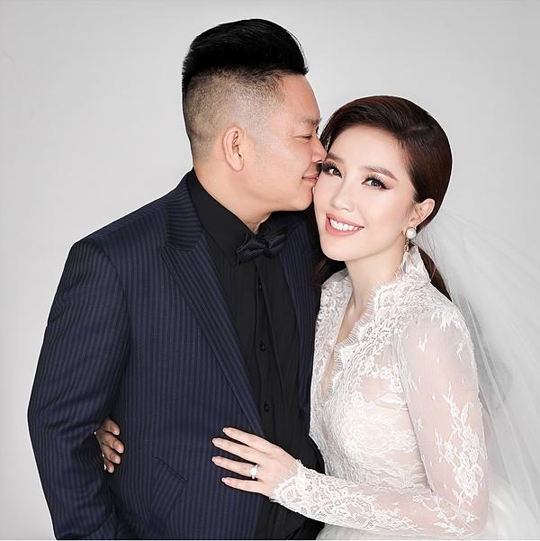 Doanh nhân Phan Lĩnh hôn vợ trong ảnh cưới,