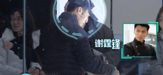 Tạ Đình Phong về Hong Kong thăm quán, rồi đến nhà Vương Phi.