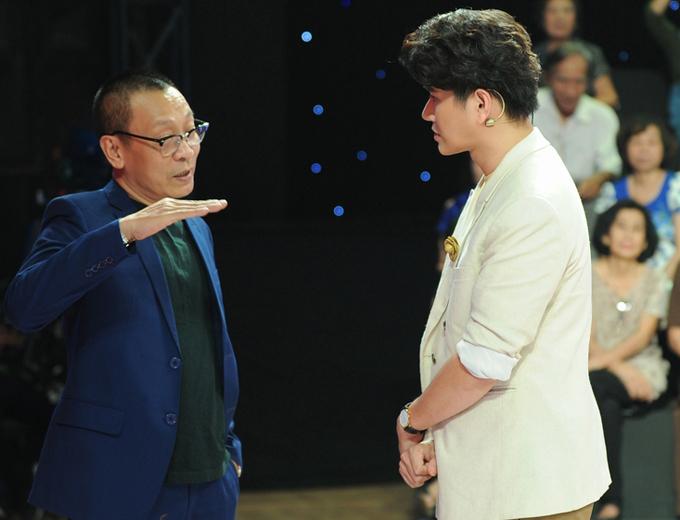 MC Lại Văn Sâm tư vấn cho Vũ Mạnh Cường trước khi dẫn show AAA 2019.