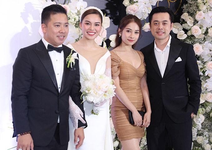 Dương Khắc Linh sánh đôi bà xã 9X Sara Lưu đi ăn cưới.