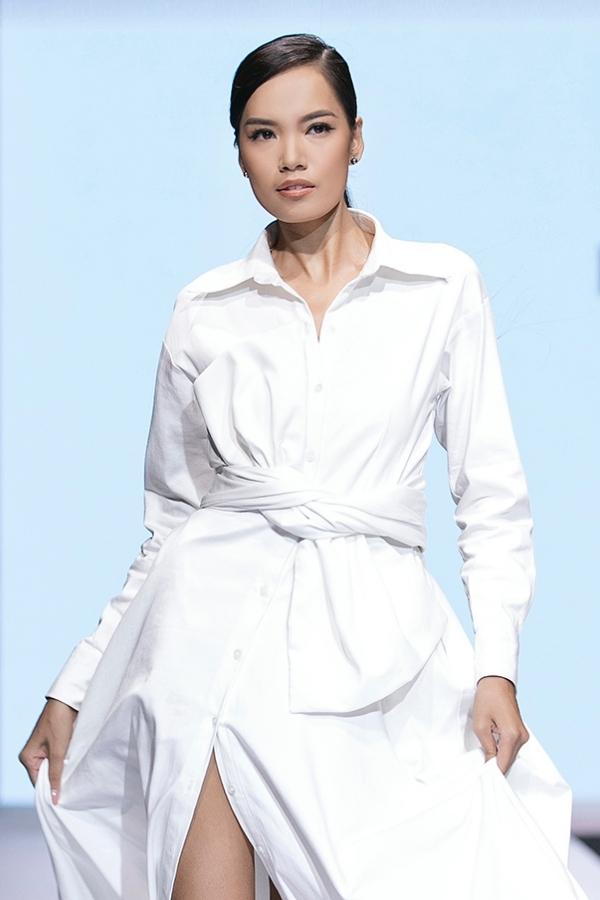 Lê Hoàng Phương đangđứng thứ hai trên bảng tổng sắp điểm. Cô 24 tuổi, quê Nha Trang, là sinh viên ngành Kiến trúc, đồng thời hoạt động người mẫu.