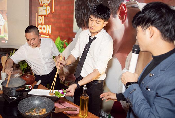 Nhờ kinh doanh nhà hàng, Quốc Trường đã học được bí quyết nấu và trình bày một số món ăn. Anh trổ tài bếp núc ngay tại buổi công bố dự án mới, khiến bạn bè, khán giả bất ngờ.