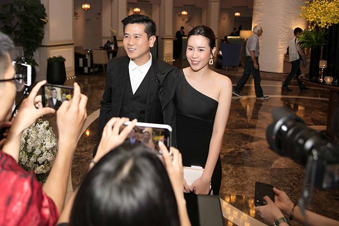 Hồ Hoài Anh - Lưu Hương Giang gây chú ý khi sánh đôi dự tiệc cưới của Giang Hồng Ngọc.
