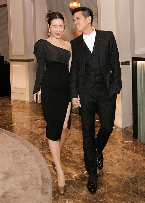 Vợ chồng Hồ Hoài Anh - Lưu Hương Giang gương vỡ lại lành. Họ ra toà ly hôn từ tháng 6 nhưng đã nối lại tình cảm và vẫn chung sống hạnh phúc.