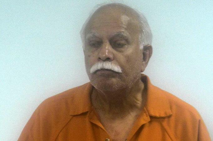 Bác sĩ Javaid Perwaiz bị FBI bắt giữ hôm 14/11. Ảnh: FBI.