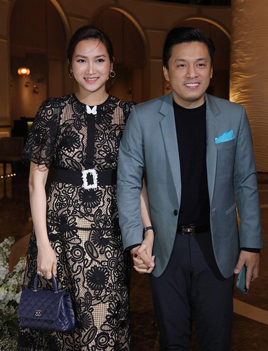 Lam Trường nắm tay vợ trẻ Yến Phương tới chúc mừng Giang Hồng Ngọc.