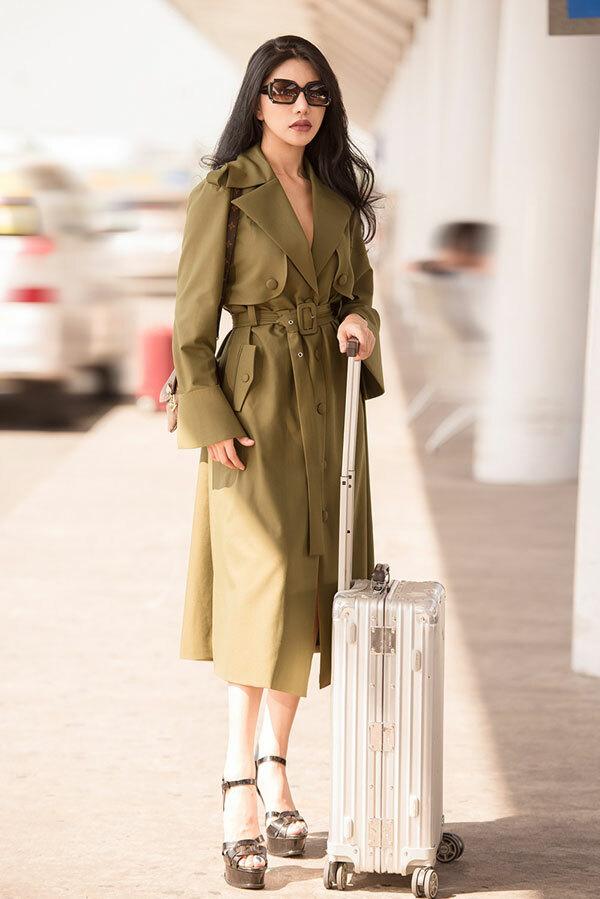 Vừa trở về từ Singapore chiều 15/11, lại tiếp tục sang Thái Lan làm giám khảo một cuộc thi nhan sắc.