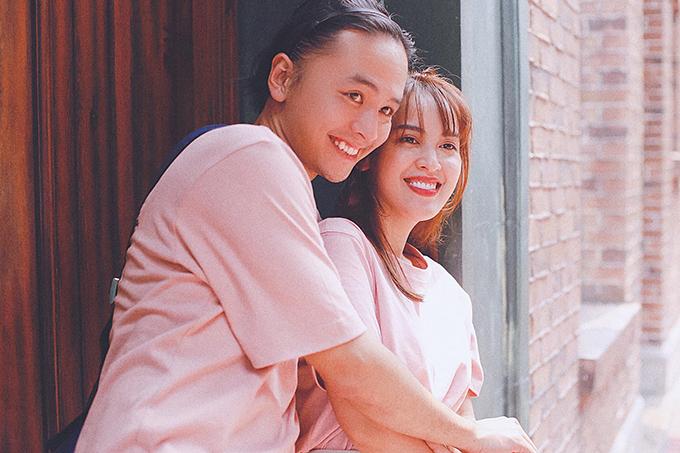 Đăng ảnh hạnh phúc của hai vợ chồng, bạn bè trêu Văn Anh như em gái của Tú Vi.