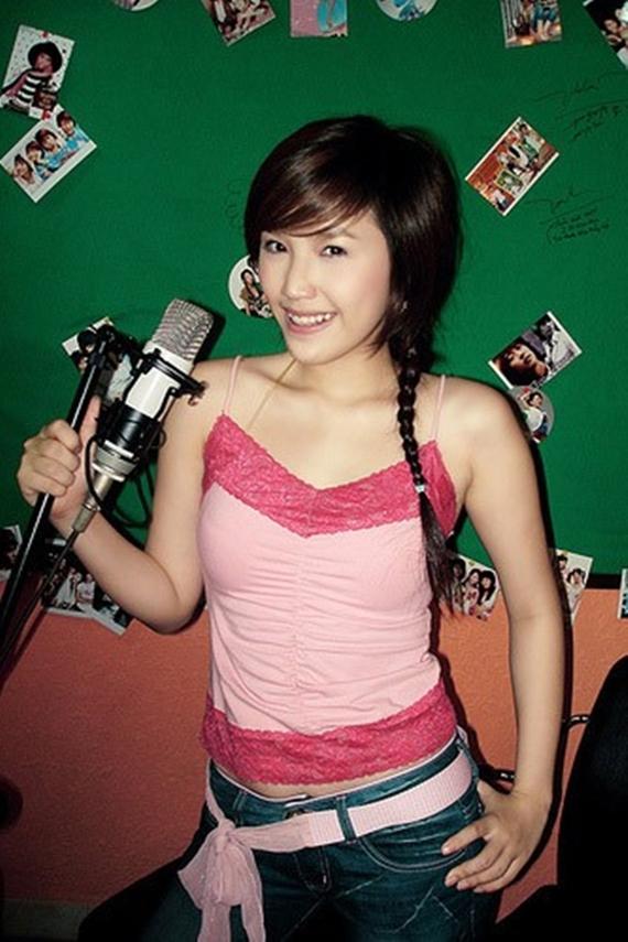 Bảo Thy tên thật là Trần Thị Thúy Loan, sinh năm 1988 tại TP HCM. Năm 2006, cô tham gia cuộc thi Miss Audition, lọt top 10 thí sinh đẹp nhất và trình diễn cùng Vương Khang hai ca khúc: 10 minutes, Please tell me why. Hiệu ứng từ chương trình giúp nữ ca sĩ nhanh chóng nổi tiếng.