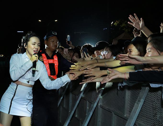 Min cháy cùng Soobin Hoàng Sơn trước 30 nghìn khán giả - 8