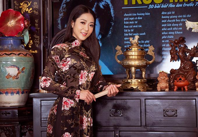 Hà Thanh Xuân tự tin với vóc dáng thon thả và nhan sắc khả ái. Cô thích kiểu trang điểm nhẹ nhàng, nền nã.