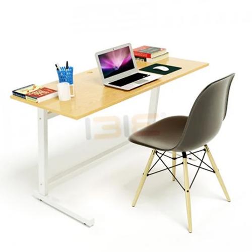 Bề mặt bàn được sơn PU và phủ 2K kỹ càng cả mặt trên và dưới, có tác dụng chống thấm nước và chống trầy.