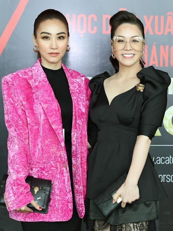 Mặc những buồn phiền đời tư, Nhật Kim Anh (phải) đến chúc mừng Ngân Khánh tổ chức hội thảo thuộc khuôn khổChương trình diễn xuất quốc tế ACA năm 2020.