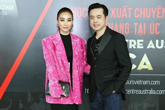 Nhạc sĩ Dương Khắc Linh (phải).