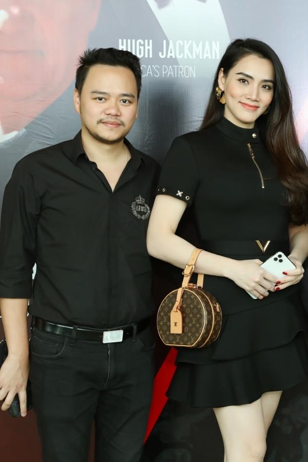 Trang Nhung có mối quan hệ thân thiết với Ngân Khánh nhiều năm qua. Cô cùng ông xã Hoàng Duy dành thời gian đến ủng hộ bước ngoặt mới trong sự nghiệp của Ngân Khánh.