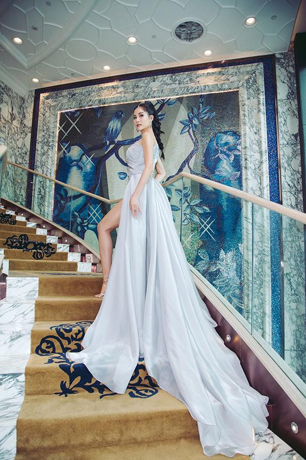 2019 là một năm hoạt động sôi nổi của Hoàng Hạnh. Vừa rời khỏi chương trình Cuộc đua kỳ thú, cô liền đại diện Việt Nam tham dự Miss Earth 2019. Dù không đạt được thành tích nào đáng kể nhưng hình ảnh của người đẹp được phổ biến rộng rãi hơn.