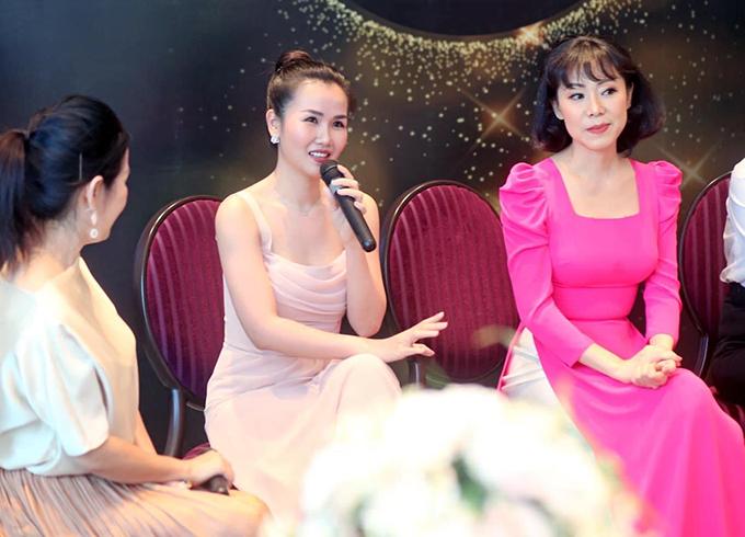 Ca sĩ Võ Hạ Trâm cũng có mặt tại sự kiện để chia sẻ về bí quyết làm đẹp.