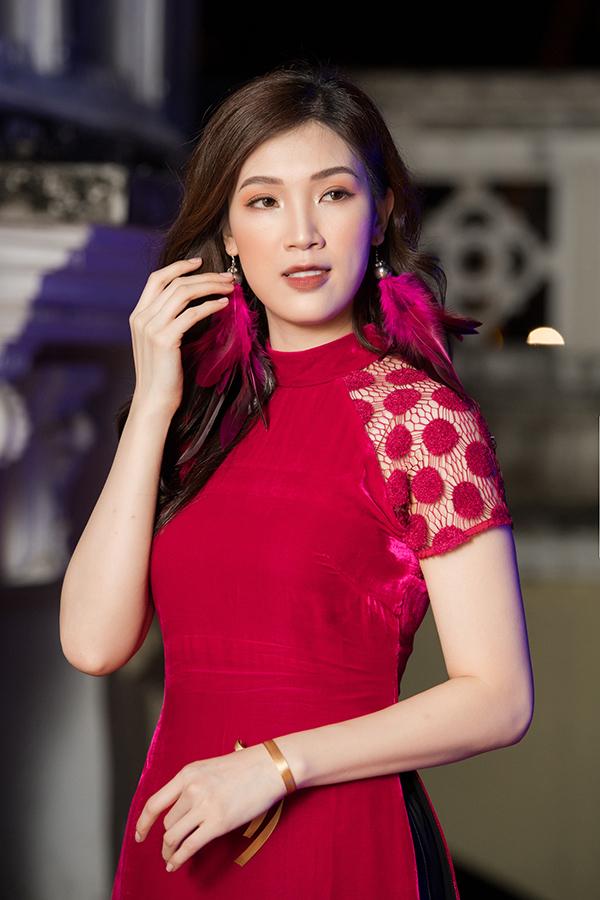 Hoa hậu Áo dài Phí Thuỳ Linh.