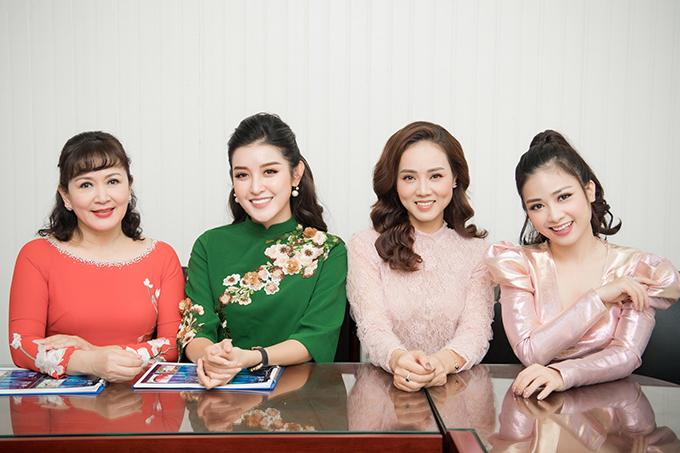 Bạn gái Công Lý đọ sắc cùng các khách mời nữ. Diễn viên Minh Hoà và Á hậu Huyền My ngồi ghế giám khảo còn ca sĩ Dương Hoàng Yến tham gia biểu diễn trong chương trình.
