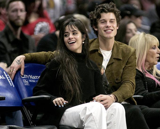 Cặp đôi cũng vừa đi xăm hình cùng nhau. Shawn xăm hình cánh chim ở bàn tay trong khi Camila có hình xăm đầu tiên trong đời là dòng chữ ở ngón tay.