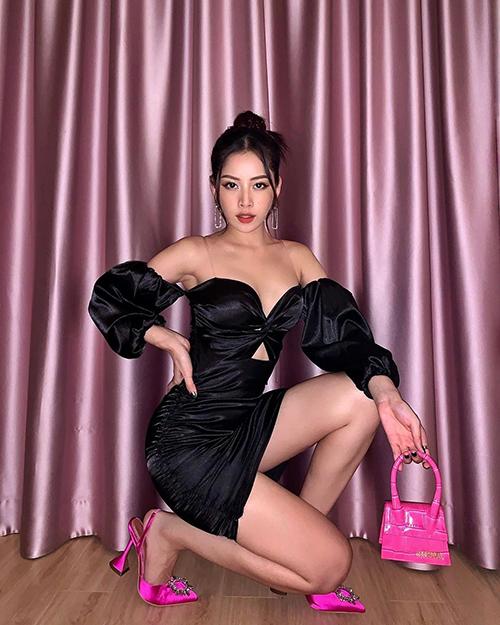 Chi Pu diện váy cúp ngực tôn vòng 1 gợi cảm.