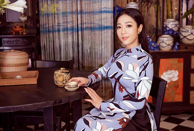 Bộ ảnh do stylist Tân Đà Lạt và chuyên gia trang điểm Bảo Bảo hỗ trợ thực hiện.