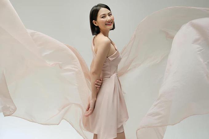 Ngọc Lan tươi rói trong bức ảnh mới đây tải. Sau ly hôn, nữ diễn viên đồng loạt thay mới hình đại diện, không còn để hình bên chồng cũ Thanh Bình như trước.