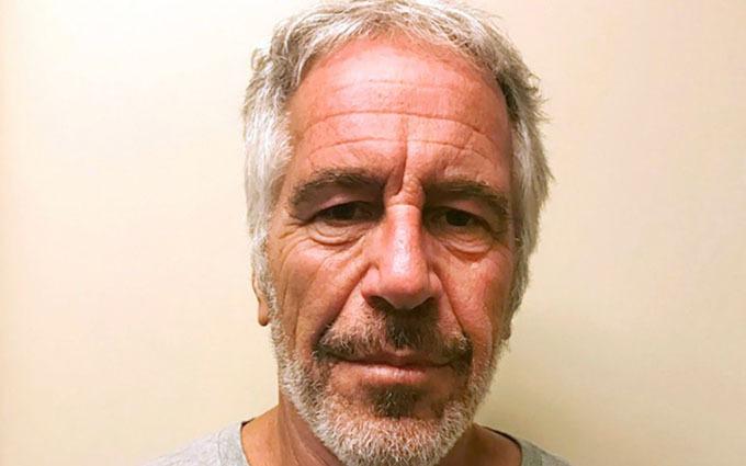 Tỷ phú Jeffrey Epstein, 66 tuổi, tự tử trong nhà tù New York hồi tháng 8, khi đang chờ hầu tòa liên bang vì tội buôn bán tình dục.