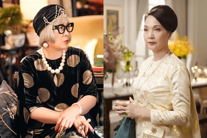 Tạo hình của NSND Hồng Vân (trái)là người phụ nữ lớn tuổi nhất của gia đình Lê Gia. Bà có gương mặt được căng mịn, phong cách  nhí nhảnh, yêu đời và khác biệt hoàn toàn với con dâu Thái Tuyết Mai (NSND Lê Khanh - phải).
