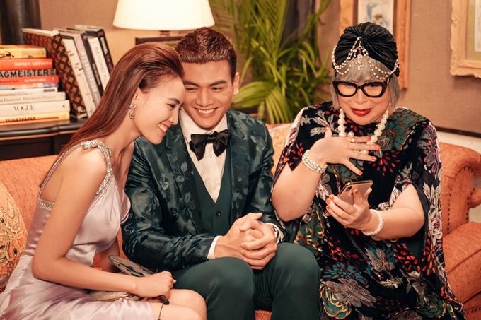 Jack (Lê Xuân Tiền) là cháu trai, anh đưa người yêu Ms Q (Lan Ngọc) về ra mắt bà nội.
