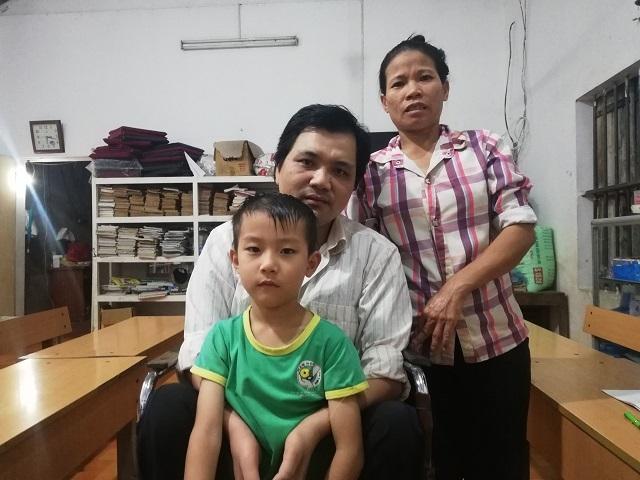 May mắn lớn nhất của cuộc đời anh là lấy được một người vợ thấu hiểu và có một gia đình trọn vẹn. Ảnh: Nguyễn Ngoan